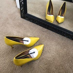 Yellow heels NWOT leather